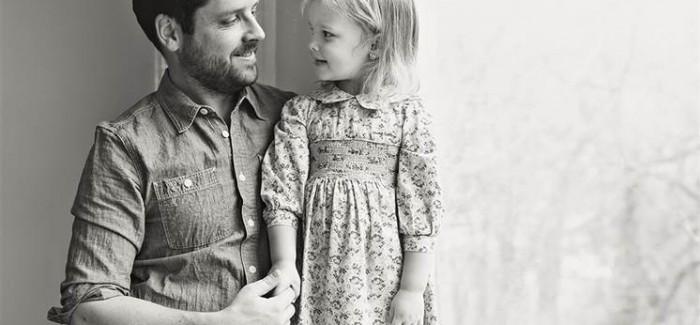Mama's nagedachtenis leeft door in de lieve foto's van vader en dochter