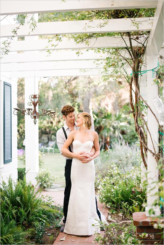9. Amerikaanse bruiloft. inspiratie bruidspaar staand