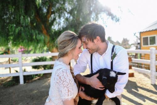 A4. INSPIRATIE BRUILOFT. bruidspaar en geitje