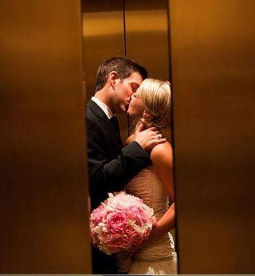 romantische trouwfoto afscheid