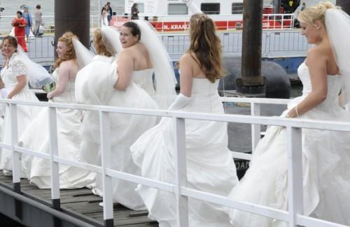 volslanke bruiden genieten