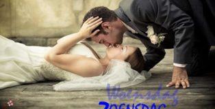 bruid en bruidegom kussen elkaar