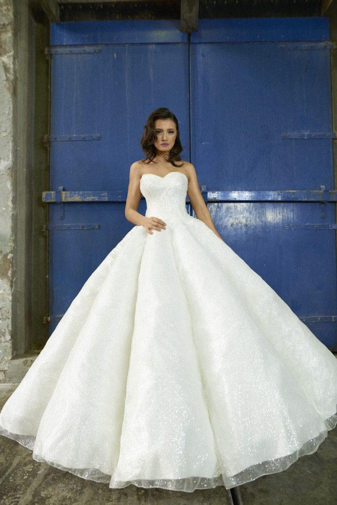 Trouwjurk Ontwerpen.Trouwjurk La Superba By Crystallinebridals Weddingfair