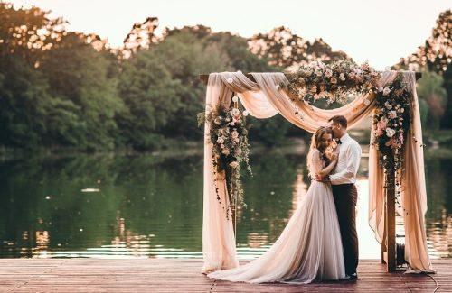 Deze wedding trend is hot! Bogen en pilaren op jouw bruiloft
